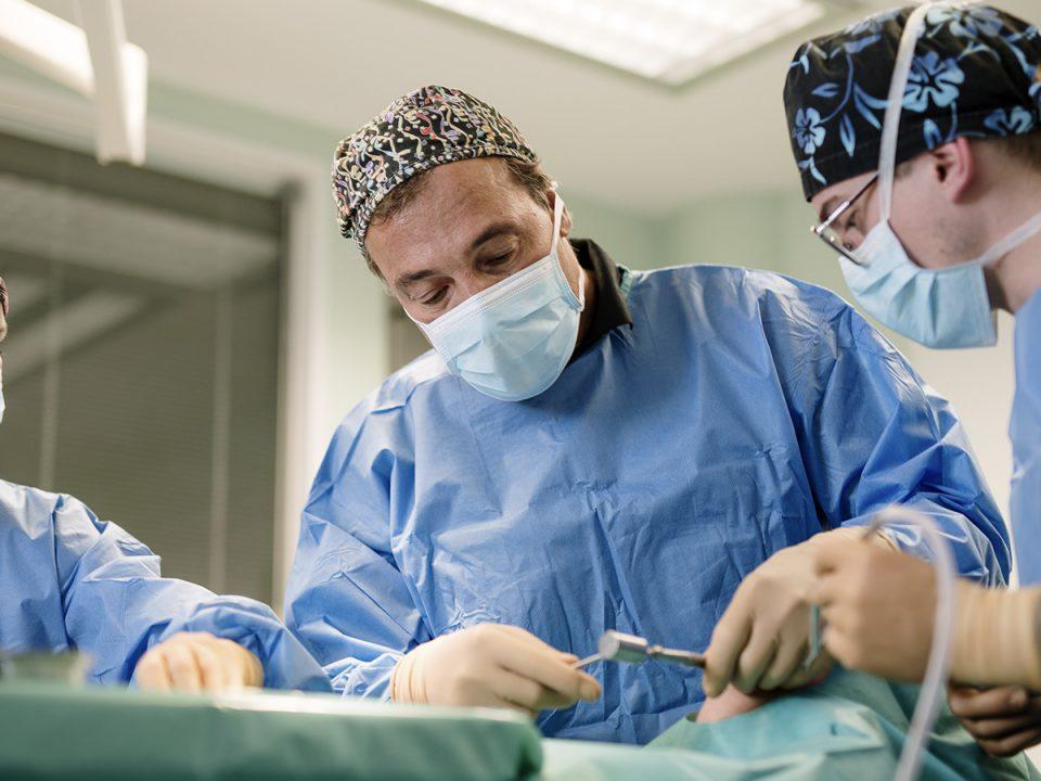 Dr. med. Dr. med. dent. Gábor Császár Facharzt für Mund-Gesichtschirurgie